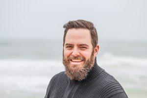 髭が濃い男性の写真