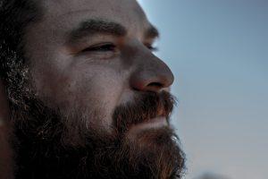 ボサボサ髭は不潔に見える