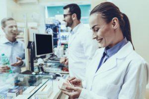 眉毛の育毛剤の市販と医薬品の大きな違いは?