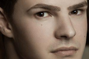 【男の眉活】眉毛の育毛剤・美容液のおすすめ4選