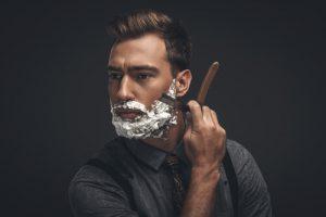 もみあげを剃るのに便利な道具③カミソリ