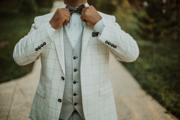 スーツを意識したデザインでチョイス