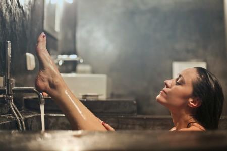 38℃のお湯で洗顔する