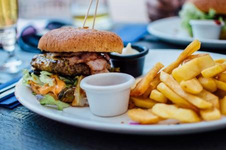 男性の加齢臭の原因となる食べ物