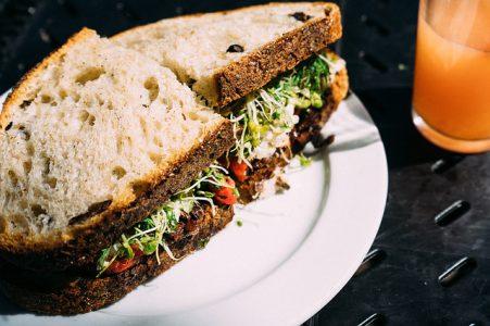 サラダチキンのサンドイッチ