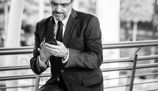 黒スーツの着こなし方法!結婚式・ビジネスにおすすめのコーディネートを紹介