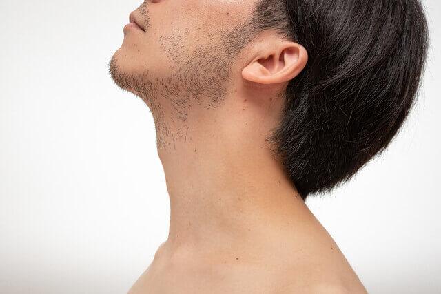 髭が生えている男性