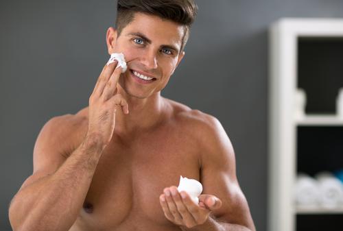 男性だからこそおさえよう。肌の悩みに合わせたスキンケアの順番を解説!のアイキャッチ
