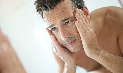 乾燥肌で悩むメンズ向け|今すぐ改善できるスキンケアとは?