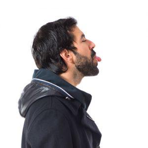 口の悪い男性