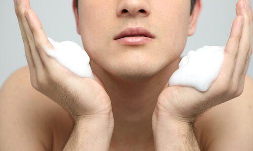 ゴシゴシ洗いは絶対にダメ!オトコも気を付けたい洗顔料の泡立て方