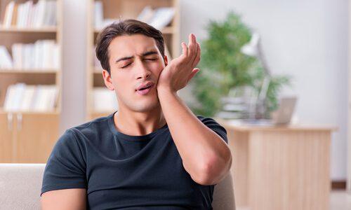 スキンケアで顔がヒリヒリ痛む?原因と対処法を徹底検証!