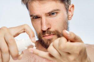 ③髭専用のコンシーラーで隠す