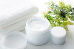 乳液と保湿クリームの違いは?